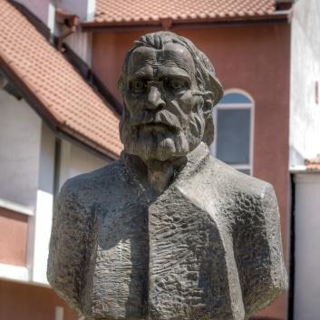 Бюст паметник на хаджи Найден Йованович